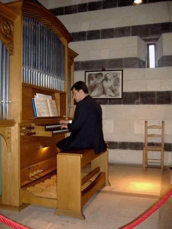 """Alessio Corti all'organo """"Ugo Mayer"""" di San Pietro di Sorres"""